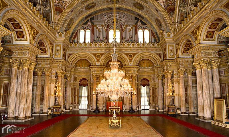 Dolmabahçe Palace hall